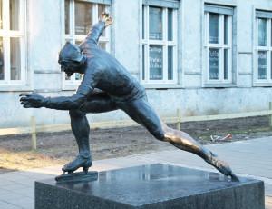 StatueHjallis1024